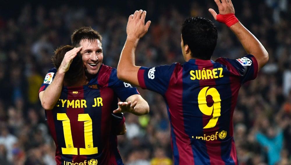 Messi, Neymar y Luis Suárez celebran un gol del Barcelona