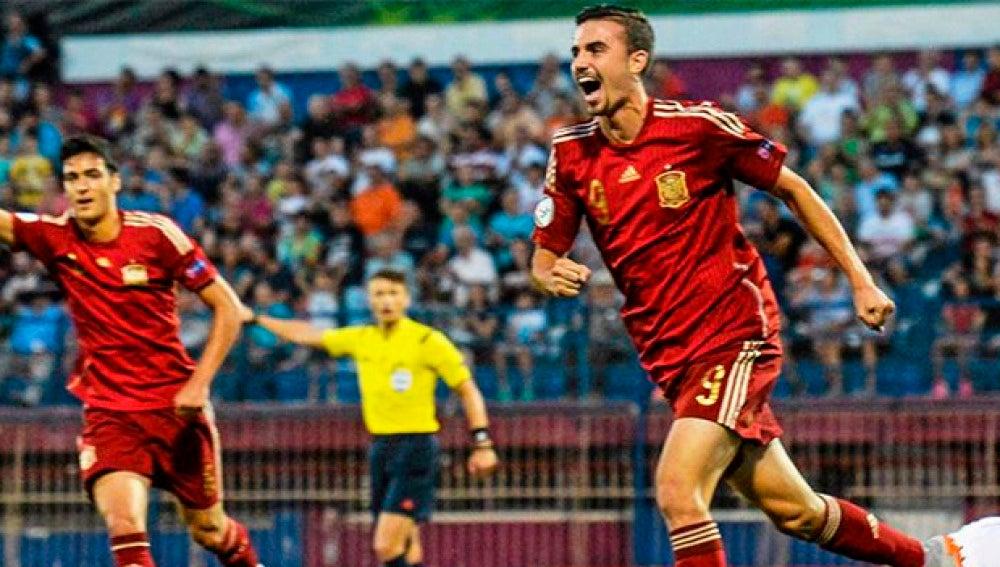 Los jugadores de la selección sub 19 celebran un gol