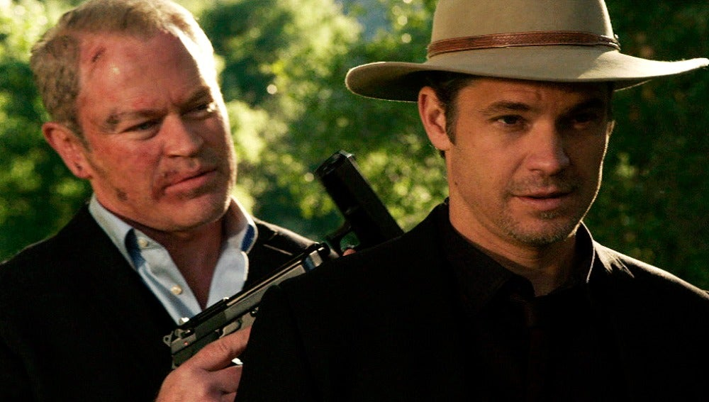 Quarles intenta quitarle la vida a Raylan