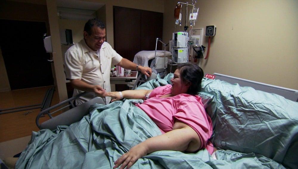 Mayra recibe la visita de su abogado tras tres meses de tratamiento en el hospital