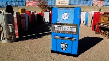 na máquina de cigarrillos de finales de los años 50 de difícil restuaración