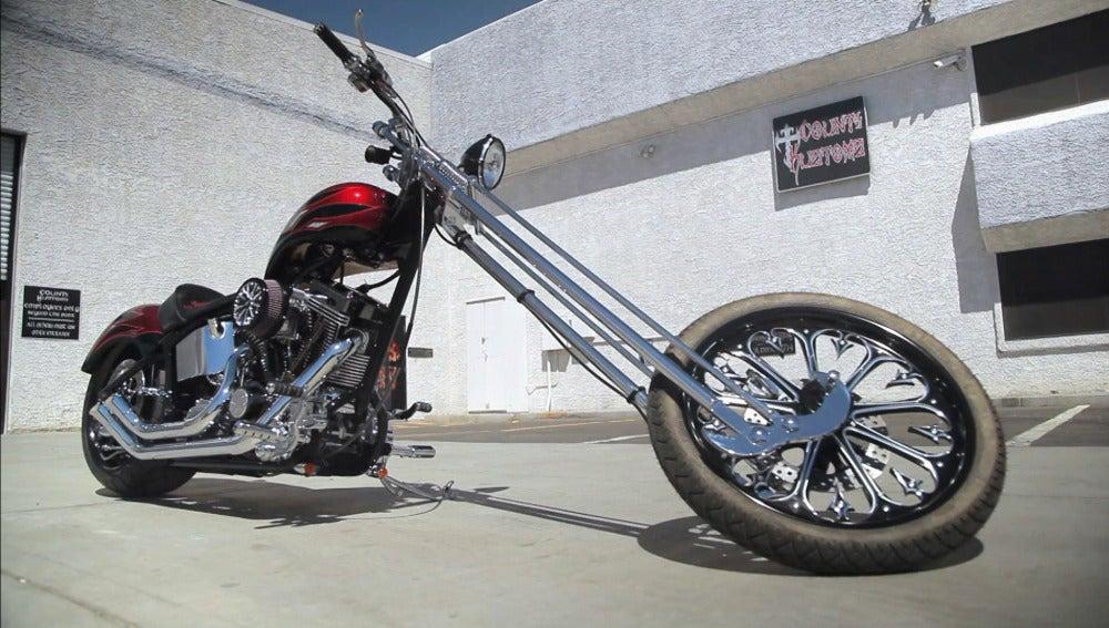 Una moto con toques arácnidos
