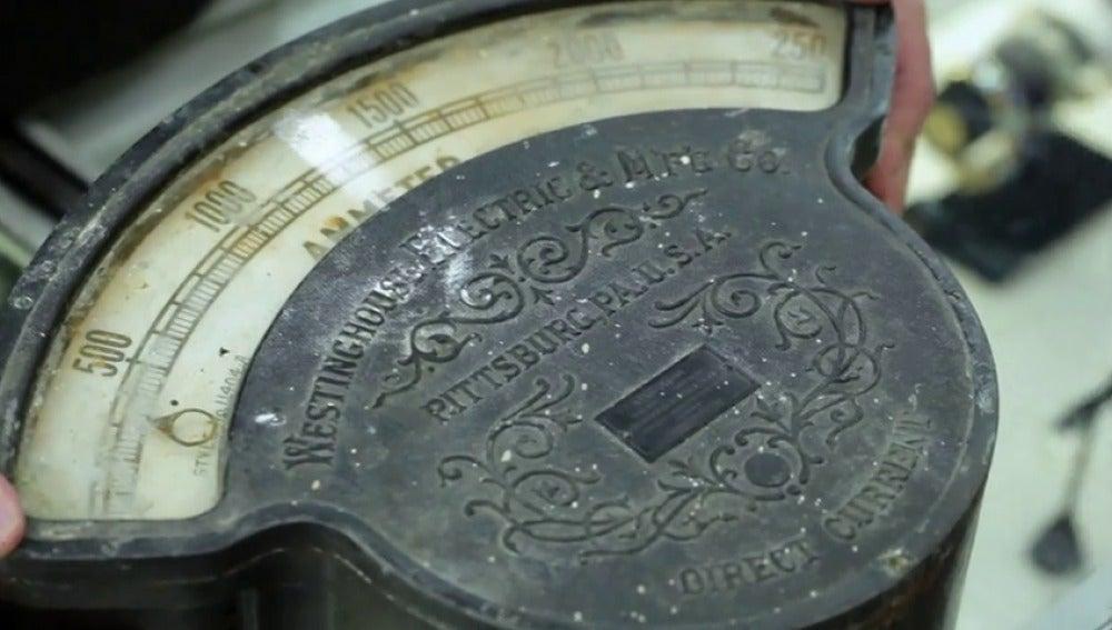 Frame 0.777931 de: ¿Cuánto pagarías por un viejo contador de electricidad?