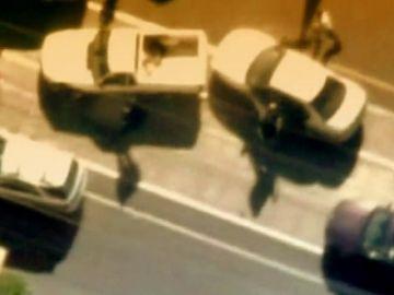 Un agente atrapado durante la angustiosa persecución de un delincuente