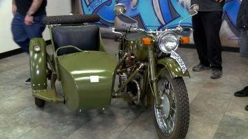 Réplica de una moto rusa