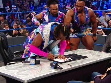 Daniel Bryan y Kofi Kingston firman su contrato para enfrentarse en Wrestlemania