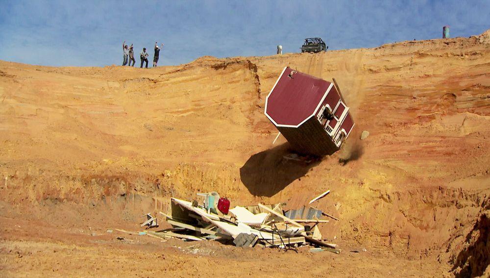 Tirar la casa por un barranco, la nueva prueba de 'Pickups & Furious'