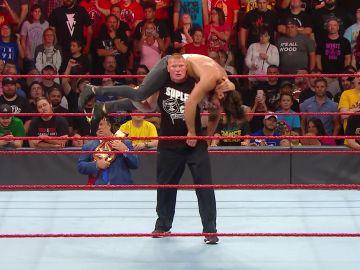 Brock Lesnar vence, sin piedad, a Seth Rollins en WWE Raw