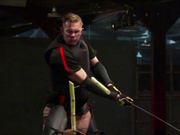 Un concursante de 'Forjado a fuego: cuchillo o muerte' consigue llegar al final con su espada medieval