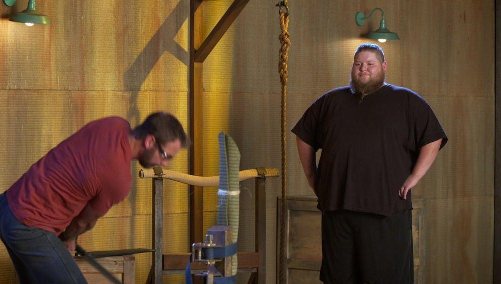 Travis prueba el arma de Wes