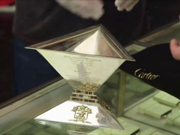 Un cliente pide 500.000 dólares por un trofeo