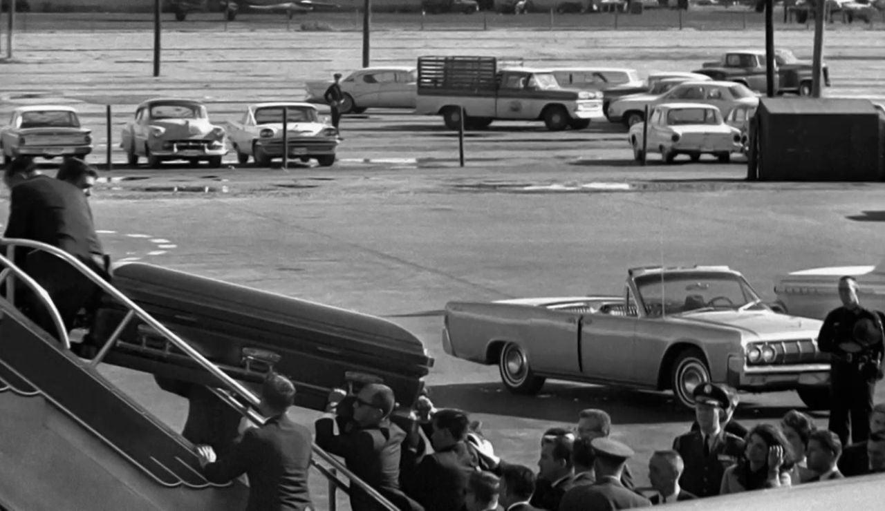 El avión fúnebre con un presidente muerto y una tripulación llena de llantos