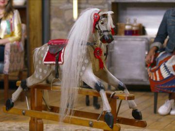 Los anticuarios quedan encandilados al ver este caballo vintage