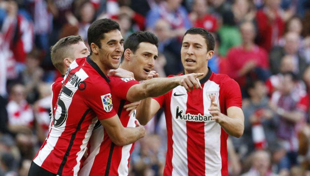 Aduriz celebra un gol en San Mamés ante el Eibar