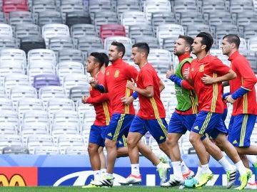 Los jugadores de la selección española entrenando