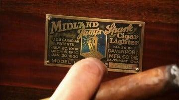 Frame 14.144408 de: Un extraño encendedor antiguo de más de 2000 dólares