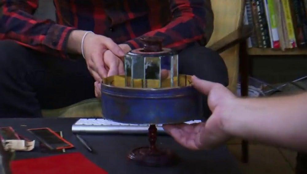Frame 32.151139 de: Praxinoscopio: Un artilugio del siglo XVIII precursor del cine