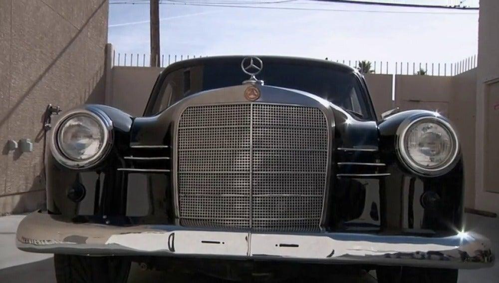 Frame 7.207997 de: Un profesional no sabe decir cuánto costaría este Mercedes