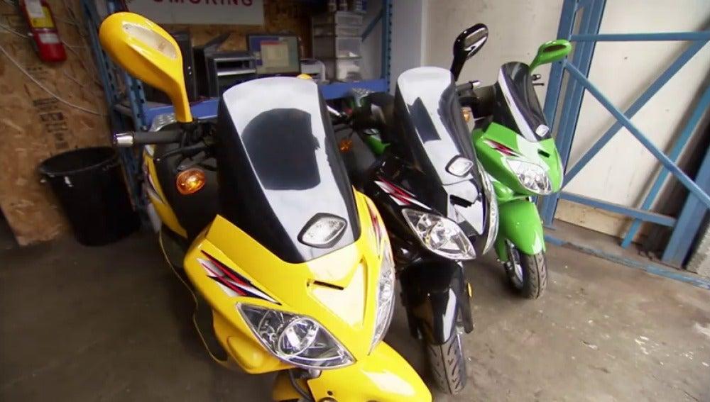 Frame 74.861787 de: Jeff hace un buen negocio a cuenta de unos cascos de moto