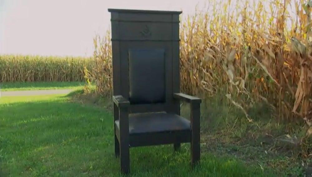 Mike y Frank compran una silla masónica por 130 dólares