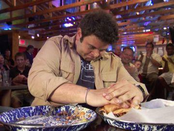 El reto de comerse más de 2 kilos de carne y queso