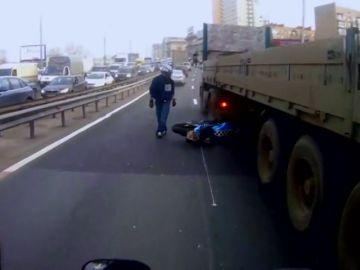 Los moteros 'más pirados' y con más suerte de las carreteras