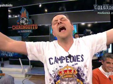 Tomás Roncero canta el himno de la Champions a pleno pulmón