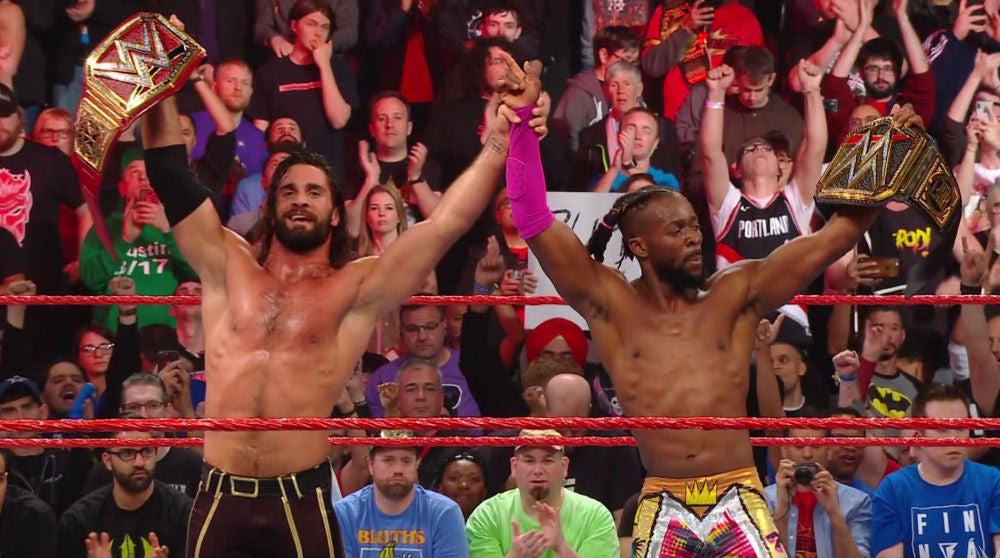 Kofi Kingston y Seth Rollins en 'Raw'