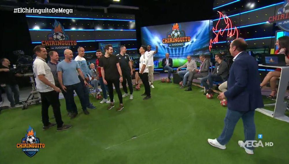 Juanma Rodríguez escenifica el gol de Origi con el público