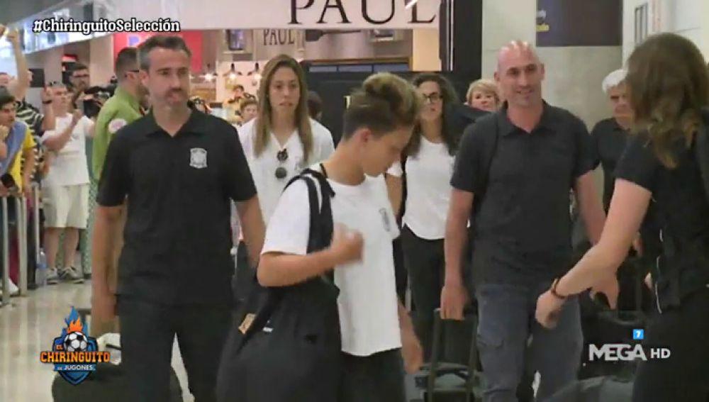 Emoción y aplausos en la llegada de la Selección Española Femenina