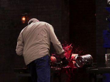 Un bote de pintura provoca la expulsión de un concursante en 'Forjado a fuego'