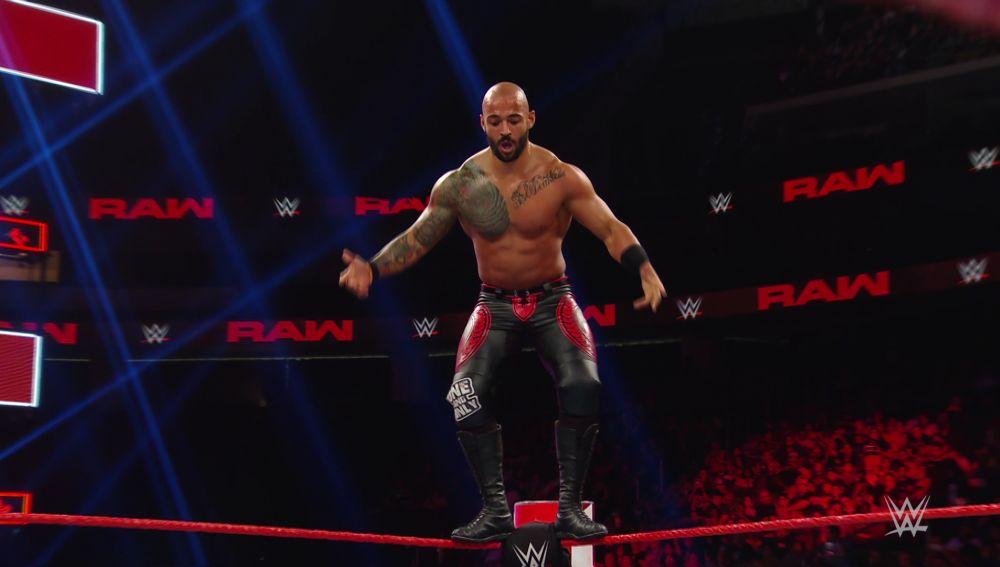 El último aliento de Ricochet contra AJ Styles y sus amigos Luke Gallows y Karl Anderson