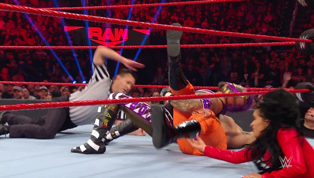 Andrade machaca a Rey Misterio gracias a las trampas de Zelina Vega