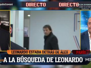Leonardo, director deportivo del PSG, pasa detrás de Álex Silvestre en pleno directo