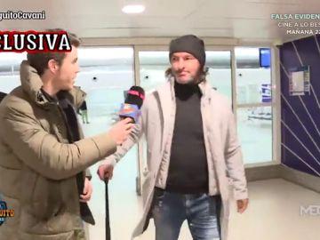 Álex Silvestre caza al agente de Cavani en el aeropuerto de París