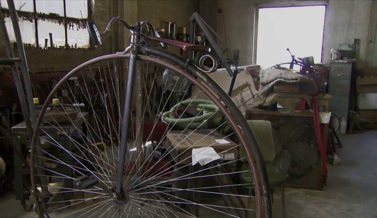 Un biciclo de principios del siglo XX que está listo para circular