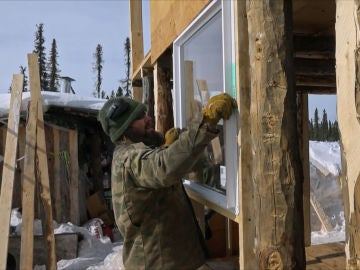 Morgan construye su cabaña