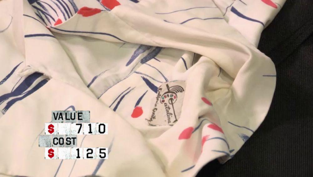 Impresionadas con el valor de las camisas hawaianas de su trastero