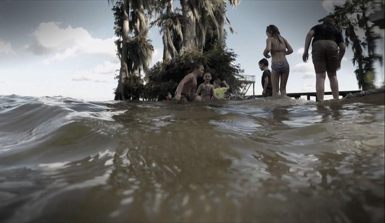 Los caimanes acechan a los niños