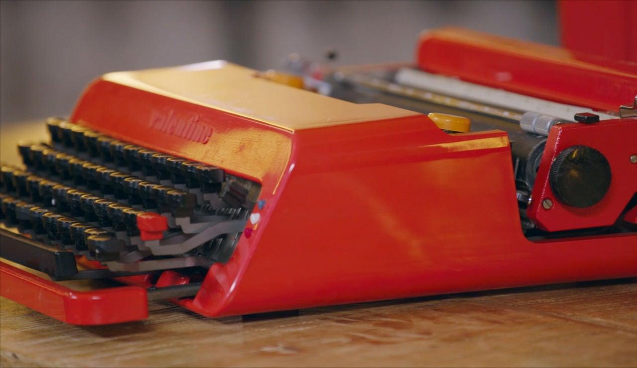Máquina de escribir de color rojo