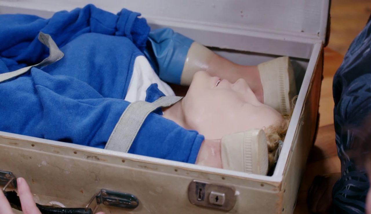 Una muñeca en una maleta ¿Para que la usarían?